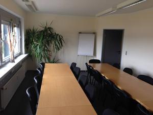 Meetingraum für die Franchisetagungen im Bürohaus der Zentrale.